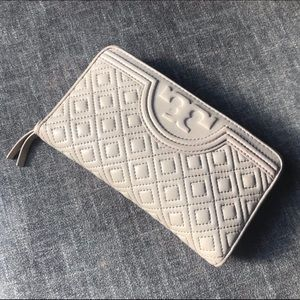 Authentic Tory Burch Fleming Wallet